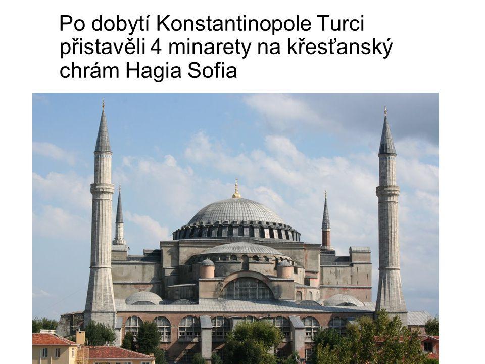 Po dobytí Konstantinopole Turci přistavěli 4 minarety na křesťanský chrám Hagia Sofia