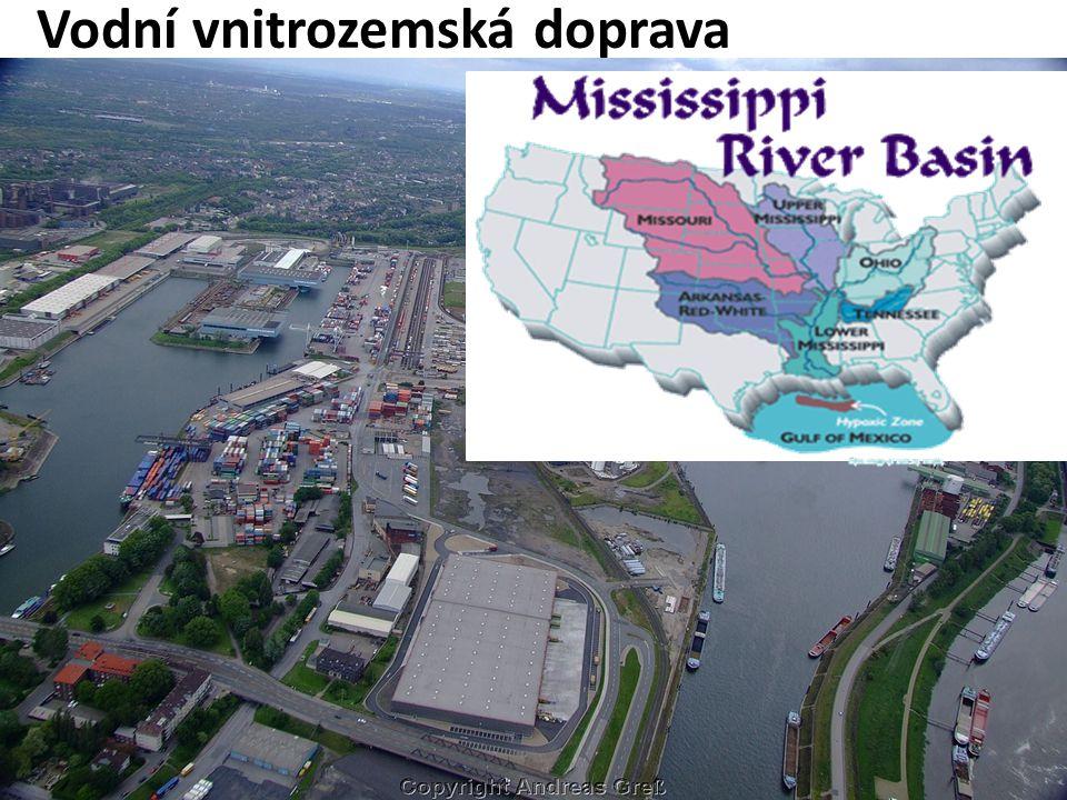 Vodní vnitrozemská doprava říční a jezerní - asi 4% výkonů a 1% objemu celkové přepravy Meziregionální, většinou nákladní (mimo turistických oblastí)