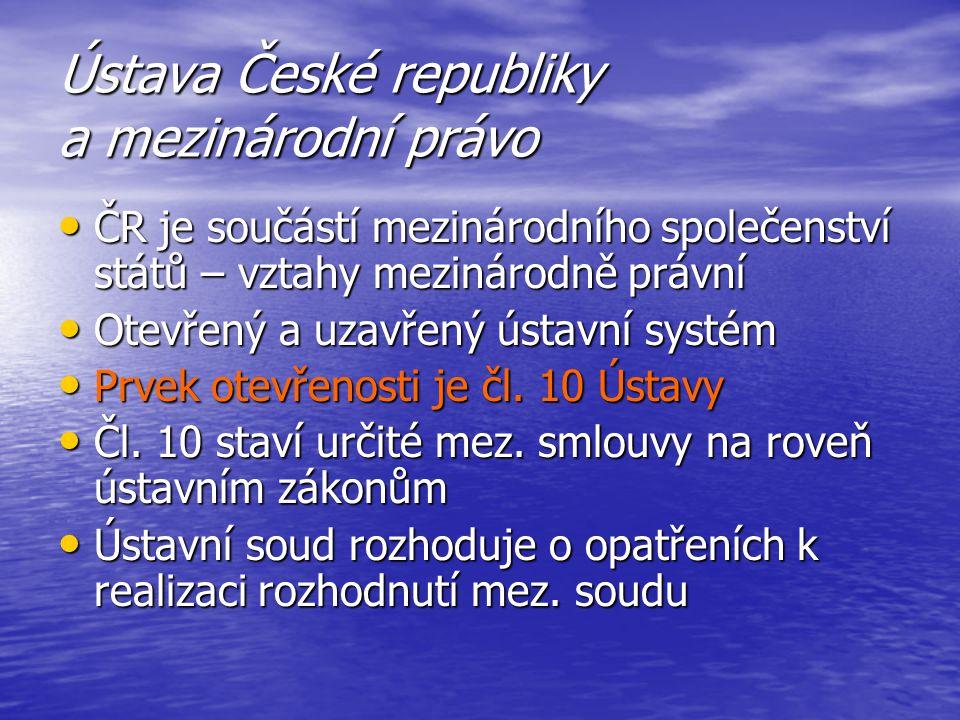 Ústava České republiky a mezinárodní právo ČR je součástí mezinárodního společenství států – vztahy mezinárodně právní ČR je součástí mezinárodního sp