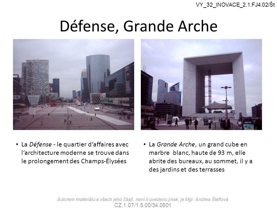 Défense, Grande Arche La Défense - le quartier d'affaires avec l'architecture moderne se trouve dans le prolongement des Champs-Élysées La Grande Arch