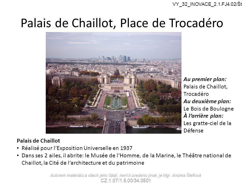 Palais de Chaillot, Place de Trocadéro Au premier plan: Palais de Chaillot, Trocadéro Au deuxième plan: Le Bois de Boulogne À l'arrière plan: Les grat