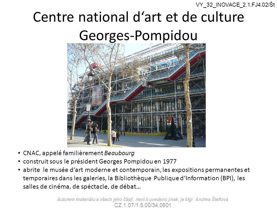 Centre national d'art et de culture Georges-Pompidou CNAC, appelé familièrement Beaubourg construit sous le président Georges Pompidou en 1977 abrite